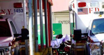 """Αγρινιώτης γιατρός στη Νέα Υόρκη: """"Κρατάμε τις κλίνες εντατικής για ασθενείς με περισσότερες πιθανότητες ανάκαμψης"""""""