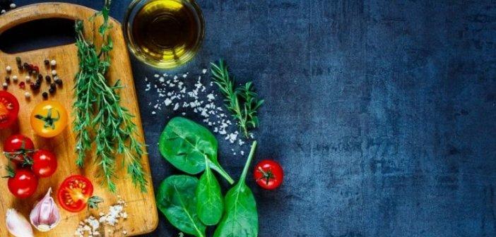 Τσιόδρας: «Βελτιώστε τη διατροφή σας» – Ποια τρόφιμα προτείνει για τη διάρκεια της καραντίνας