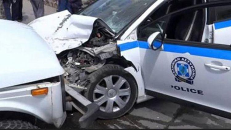 Το σταθμευμένο περιπολικό του Αιτωλικού τράκαρε οδηγός άλλου αυτοκινήτου