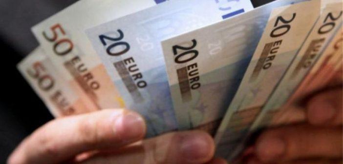 """""""Μπαίνει"""" το επίδομα των 800€ σε 600.000 επαγγελματίες – Τελειώνει η προθεσμία για έκπτωση φόρου 25%"""