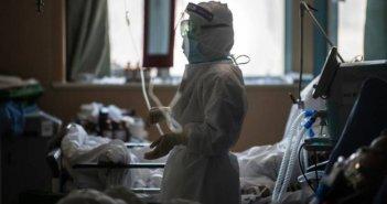 Ιταλία: Τριπλή… μαχαιριά και ανησυχία ξανά για τον κορονοϊό