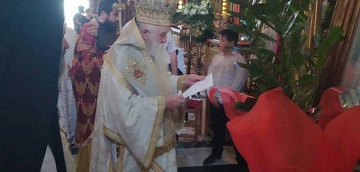 Ο Αμβρόσιος αφόρισε Μητσοτάκη, Χαρδαλιά, Κεραμέως – Έφευγαν οι πιστοί από την εκκλησία (video)