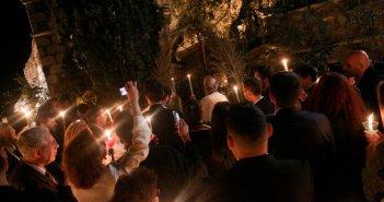 Έτσι θα γίνει απόψε η Ανάσταση – Στις εκκλησίες το Άγιο Φως
