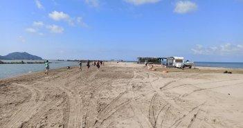 Οι εθελοντές της Κατοχής «άστραψαν» από καθαριότητα την παραλία στο Διόνι