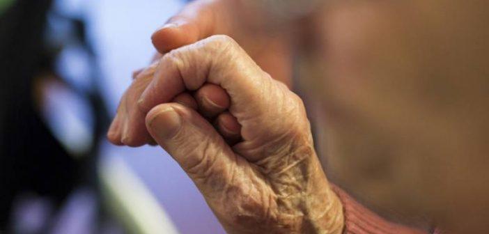 Άρση μέτρων: Πότε οι ηλικιωμένοι μπορούν να πάνε στα χωριά τους