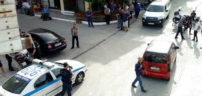 Επεισόδιο στα Καλύβια – Αλλοδαπός έσπασε τζαμαρίες με τσαπί (ΔΕΙΤΕ ΦΩΤΟ)