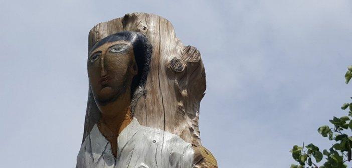 Καλύβια Αγρινίου: Ξύλινα γλυπτά αφιερωμένα στην Άλωση της Πόλης (ΔΕΙΤΕ ΦΩΤΟ)