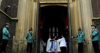 Γερμανία: Εκατοντάδες κρούσματα κορονοϊού συνδέονται με Θεία Λειτουργία – Έκλεισαν εκκλησίες