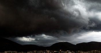 Καιρός σήμερα: Αγριεύει με καταιγίδες και κρύο – Που θα ρίξει χαλάζι