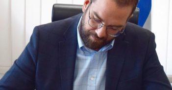 Διευκρινήσεις για τον τρόπο μεταφοράς των μαθητών ζητά ο Περιφερειάρχης Νεκτάριος Φαρμάκης