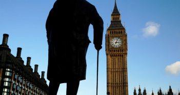 Βρετανία: 627 νεκροί σε 24 ώρες από κορονοϊό – Κοιτάζει την επόμενη μέρα η χώρα