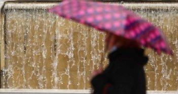 Καιρός σήμερα: Συνεχίζεται το βροχερό σκηνικό