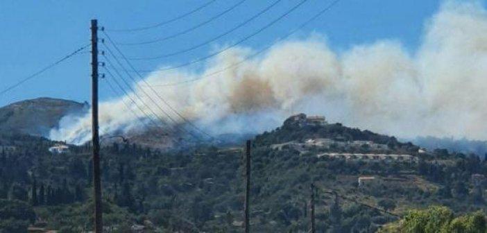 Ζάκυνθος: Πυρκαγιά στις Βολίμες – 150 μέτρα από τις αυλές των σπιτιών οι φλόγες (ΦΩΤΟ)