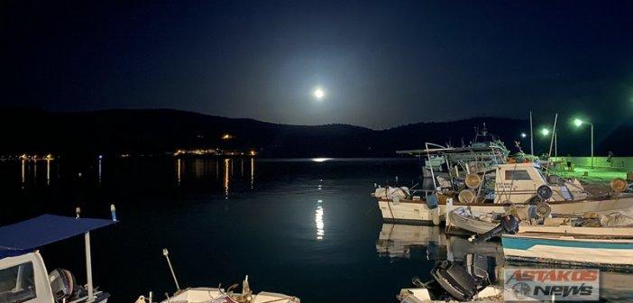 Το φεγγαρόλουστο λιμάνι του Αστακού