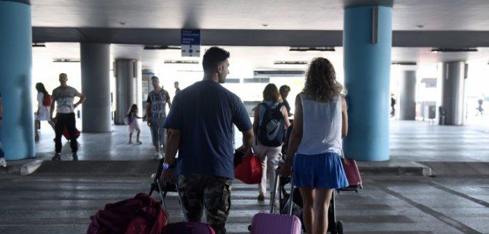Κορωνοϊός: Εισαγόμενο το 1 στα 3 κρούσματα την τελευταία εβδομάδα -Οι Ενοπλες Δυνάμεις αναλαμβάνουν τα τεστ στα νησιά