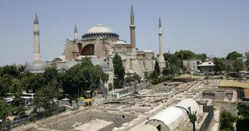 Χουριέτ: Ο Ερντογάν ζητά αλλαγή καθεστώτος της Αγίας Σοφίας