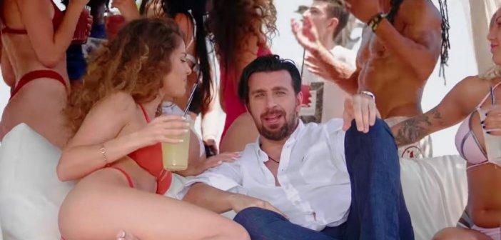 """Τα… σπάει το τραγούδι του Θάνου Πετρέλη """"Διακοπές Αγρίνιο"""" (VIDEO)"""