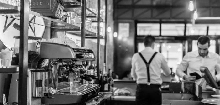 Εποχικοί υπάλληλοι: Ποιοι επαναπροσλαμβάνονται – Οι πληρωμές των 534 ευρώ