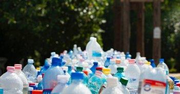 Τέλος οι μπατονέτες και τα πλαστικά μιας χρήσης – Τι θα αποσυρθεί μέχρι το 2021