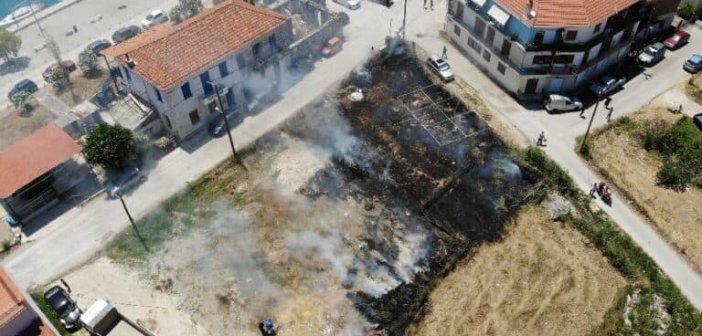 Φωτιά στον οικισμό του Μύτικα (ΦΩΤΟ + VIDEO)