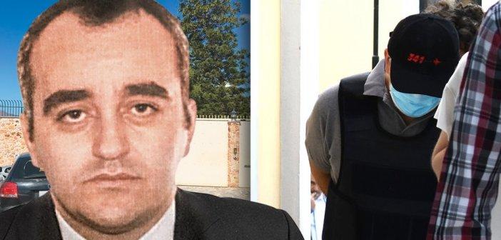 """Προφυλακίστηκε ο """"ψευτογιατρός"""" – Με σκυμμένο κεφάλι στα δικαστήρια"""