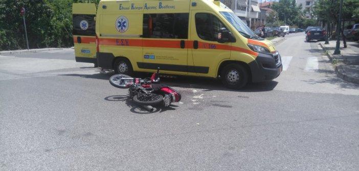 Αγρίνιο: Στο Νοσοκομείο δικυκλιστής μετά από τροχαίο στην διασταύρωση καρμανιόλα (ΔΕΙΤΕ ΦΩΤΟ)