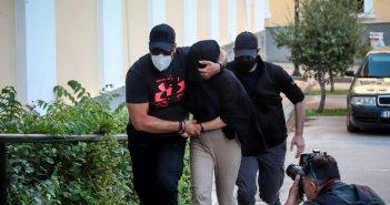 Επίθεση με βιτριόλι: 3ο πρόσωπο αναζητούν οι αρχές – Η μυστηριώδης γυναίκα κοντά στο σπίτι της Ιωάννας