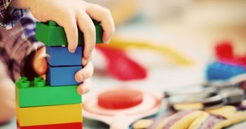 Πρόγραμμα εκπαίδευσης για υποψηφίους θετούς γονείς υλοποιεί η Περιφέρεια Δυτικής Ελλάδας