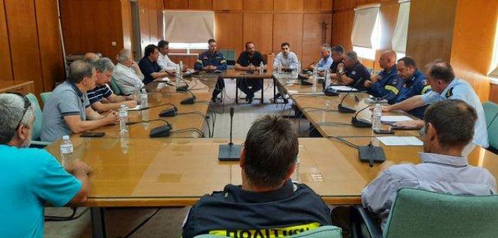 Σύσκεψη για τις φωτιές στην Ηλεία – Φαρμάκης: «Παραμένουμε σε διαρκή επιφυλακή, πρώτη προτεραιότητα η προστασία του τόπου μας» (ΦΩΤΟ)