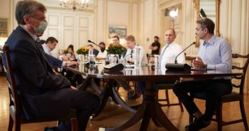 Κορονοϊός: Το σχέδιο της κυβέρνησης μετά τα 60 νέα κρούσματα – Από Δευτέρα ανοιχτό το ενδεχόμενο νέων περιορισμών στο εσωτερικό – Ανησυχία Τσιόδρα