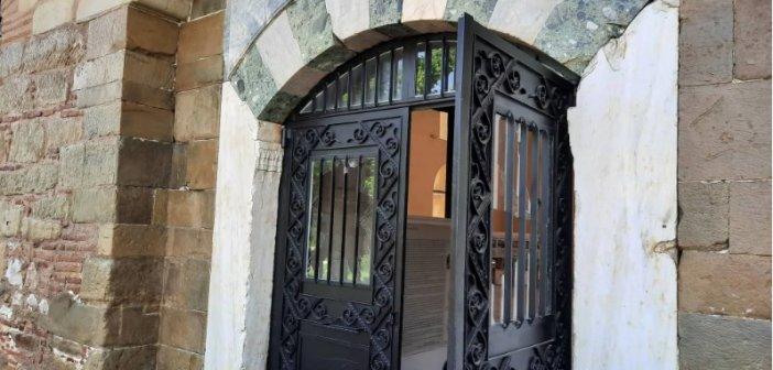 Τρίκαλα: Βανδάλισαν τζαμί ως απάντηση στον Ερντογάν για Αγία Σοφία