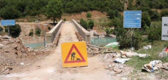 Γέφυρα Αυλακίου: Αναγκαία τα έργα, αναγκαίες όμως και οι προειδοποιητικές πινακίδες… (ΔΕΙΤΕ ΦΩΤΟ)