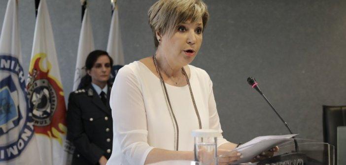 """Γεροβασίλη κατά Πέτσα: Δεν δέχομαι υποδείξεις από τον """"πορτ παρόλ"""" της κυβέρνησης Μητσοτάκη"""