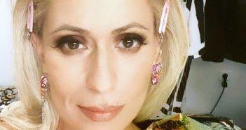 Μαρία Μπακοδήμου: Δημιούργησε χαμό στο Twitter με το φόρεμα που επέλεξε να βάλει στο J2US