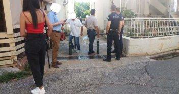 Αγρίνιο: Στο Τμήμα δημοτικοί υπάλληλοι που πήγαν να αφαιρέσουν μπάρες (ΦΩΤΟ)