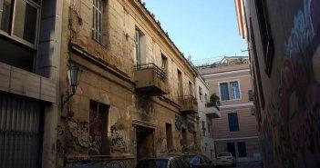 Εγκαταλελειμμένο το σπίτι του Κωστή Παλαμά στην Πλάκα (ΔΕΙΤΕ ΦΩΤΟ)