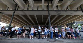 Κορωνοϊός: Εντείνεται η αγωνία μετά τα 36 εισαγόμενα κρούσματα σε 24 ώρες – Προβληματισμός για το συνωστισμό στα πανηγύρια
