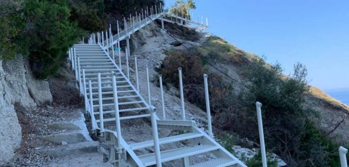 Οι πρώτες φωτογραφίες της νέας σκάλας στους Εγκρεμνούς