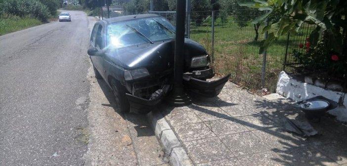 """Νεάπολη Αγρινίου: Αυτοκίνητο """"καρφώθηκε"""" σε κολόνα (ΔΕΙΤΕ ΦΩΤΟ)"""