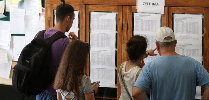 Πανελλαδικές εξετάσεις: Αντίστροφη μέτρηση για τις βαθμολογίες – Τι δείχνουν τα πρώτα στοιχεία