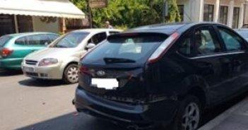 Αυτοκίνητο έπεσε σε σταθμευμένα οχήματα στη Βόνιτσα (ΦΩΤΟ)