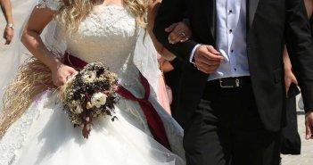 Τύρναβος: Μεγάλο γαμήλιο γλέντι παρά τους νέους κανόνες – Εντοπίστηκε θετικό κρούσμα