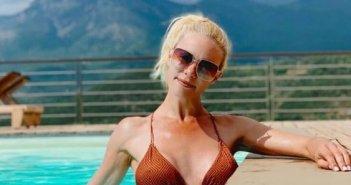 Ζέτα Μακρυπούλια: Ξεκίνησε διακοπές με Νίκο Μουτσινά και Ματίνα Νικολάου – Ποζάρουν στην πισίνα τους (ΦΩΤΟ)