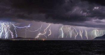 «Βροχή» από κεραυνούς στη Φθιώτιδα – Εντυπωσιακές εικόνες!