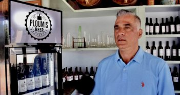 Ploumis beer η πρώτη μπύρα της Ναυπάκτου! Βγήκε στην αγορά και εντυπωσιάζει με την γεύση της (VIDEO)