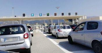 Ουρές στη γέφυρα Ρίου – Αντιρρίου – Μεγάλη η έξοδος των εκδρομέων (ΔΕΙΤΕ ΦΩΤΟ)