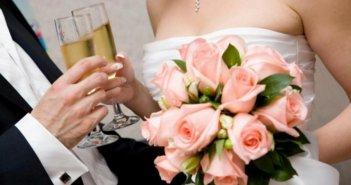 Γάμοι – βαπτίσεις: Τι κάνουν όσοι αναγκάστηκαν να «κόψουν» καλεσμένους λόγω κορονοϊού