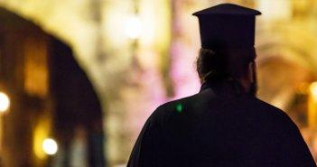 Λάρισα: Ιερέας που παραβρέθηκε σε γάμο, θετικός στον κορονοϊό