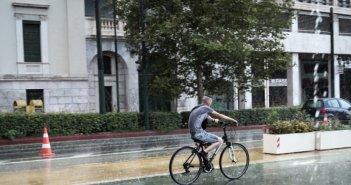 Καιρός: Συνεχίζονται και αύριο οι βροχές – Δείτε σε ποιες περιοχές