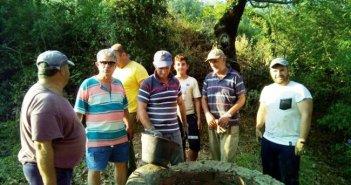 Αμφιλοχία: Ανάπλαση στο παλαιό πηγάδι στο Μποτώκο από τα μέλη του Συλλόγου «Το Κάστρο» στο Καινούργιο Αμπελακίου